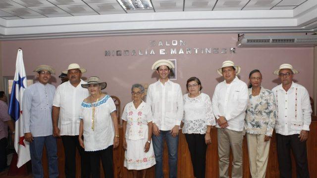 ATP homenajea a las artesanas de la pollera